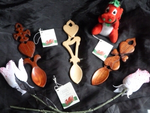 love spoons Gunning Down Romance